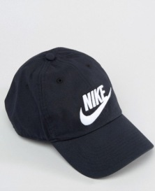 http://www.asos.fr/nike/nike-futura-casquette-noir-626305-012/prd/6429913?iid=6429913&clr=Noir&SearchQuery=Casquette%20Nike&pgesize=36&pge=0&totalstyles=99&gridsize=3&gridrow=5&gridcolumn=1